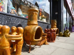 Pots and panchos outside Caoba